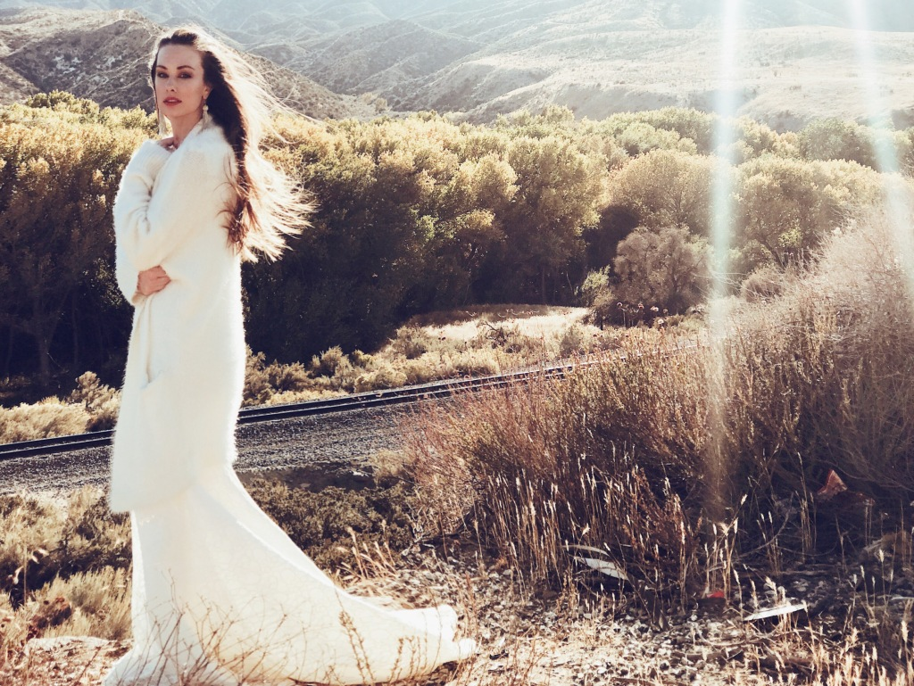 Los Angeles wedding dress designer Lauren Elaine shares customizable and detachable train options for her wedding gowns.
